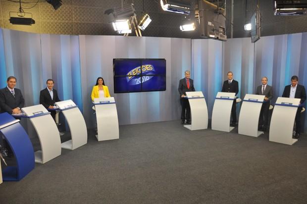 Candidatos à prefeitura de Campo Grande participam de debate na TV Morena (Foto: Carla Salentim/G1 MS)