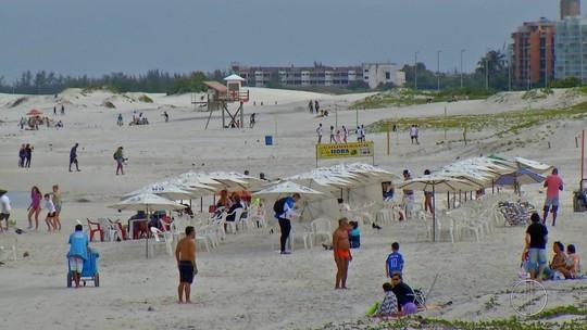 RJ Inter TV2: Turistas ignoram frente fria em Cabo Frio e se divertem nas águas da Praia do Forte
