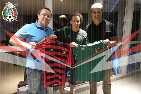 Andrés Guardado com a camisa do Sport