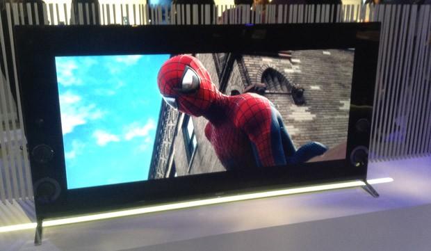 TV 4K da Sony traz alto falantes laterais para melhor qualidade do som (Foto: Gustavo Petró/G1)