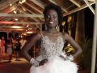 Mulata Globeleza evita entrevistas durante baile de carnaval no Rio