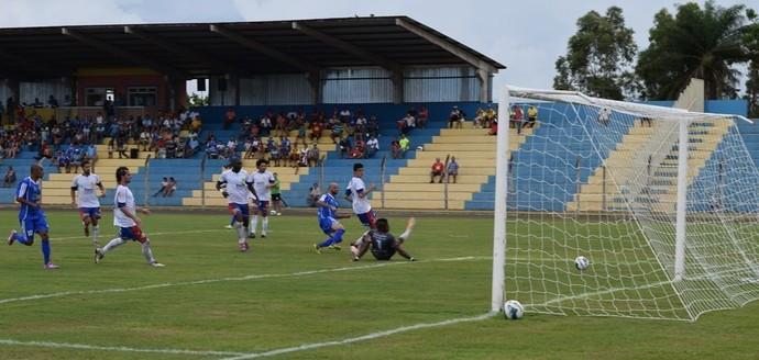 Lance entre Costa Rica-MS e Serc no estádio Laertão (Foto: Igor Santana/CREC)
