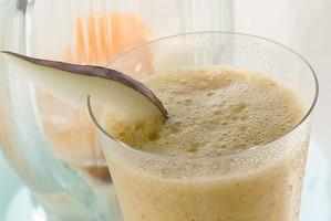 Shake de pera com iogurte e maracujá ótimo para o lanche