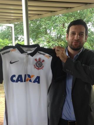 28f02ab2fb Corinthians anuncia patrocínio e quer camisa mais valiosa  R  60 milhões