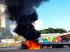 BH - 15h20: Carreta pega fogo na Avenida Antônio Carlos, na Pampulha