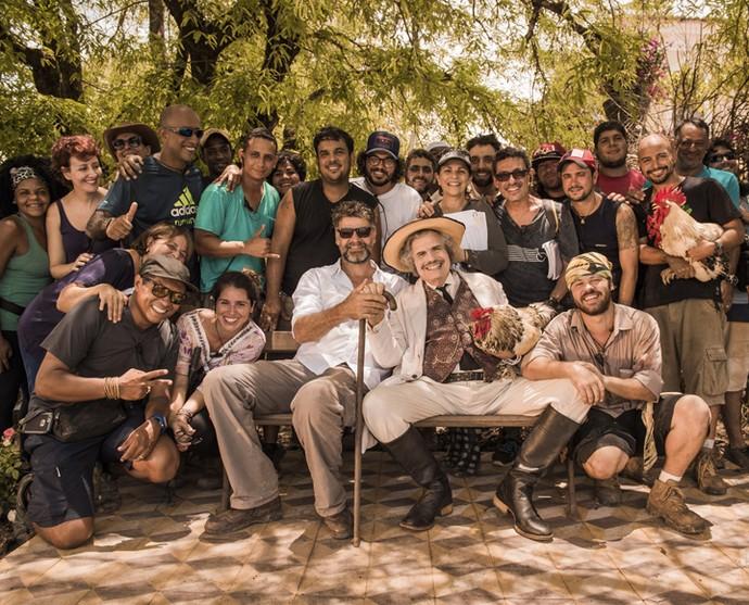 Luiz Fernando Carvalho comanda a equipe nos sets de gravação de 'Velho Chico' (Foto: Caiuá Franco/ Globo)
