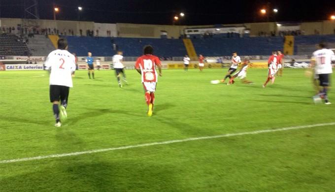 Boa Esporte vence o Paraná por 1 a 0 em Varginha (Foto: Breno Beretta / EPTV)