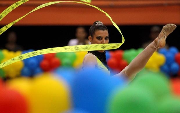 Ginástica rítmica traz beleza e plasticidade às Olimpíadas Escolares Cuiabá 2012 (Foto: Andre Mourao/AGIF/COB)