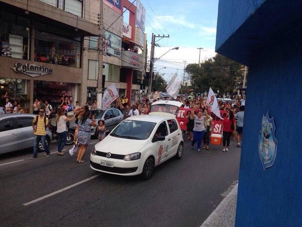 Ato ocorreu na Avenida Assumpção, no centro de Cabo Frio (Foto: Rafael Quintão/ Inter Tv)