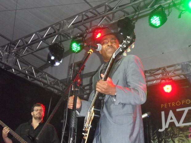 O guitarrista americano Vasti Jackson levou o público ao delírio (Foto: Andreia Constâncio)