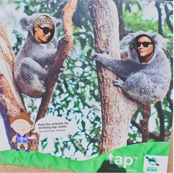 A celebridade Paris Hilton brinca com uma amiga na Austrália (Foto: Instagram)