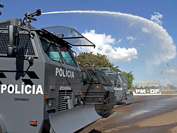 Veículos blindados recebidos pela PM para reforçar a segurança durante a Copa (Foto: Andre Sousa/Agência Brasília)