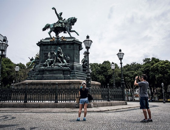 A estátua na Praça Tiradentes,no Rio de Janeiro com as figura dos índios .O estilo não lembra o de Rodin (Foto: Stefano Martini/ÉPOCA)