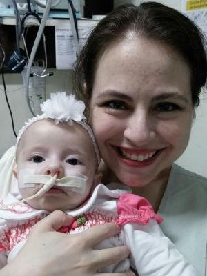 Paula, de 35 anos, e a filha Isabelle, de 5 meses (Foto: Paula Heidy/Arquivo pessoal)