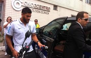Hulk Brasil deixa a clínica (Foto: Gioras Xerez / G1)