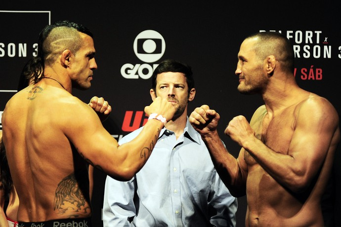 Encarada Dan Henderson Vitor Belfort UFC São Paulo pesagem MMA (Foto: Marcos Ribolli)