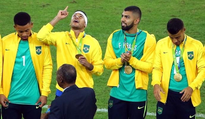 Neymar medalha Brasil X Alemanha Final (Foto: Agência Reuters)