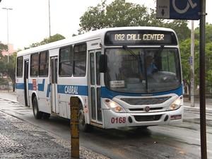 Ônibus voltaram a circular nesta quinta-feira (24) depois da greve ser encerrada na quarta-feira (23) em Campina Grande (Foto: Reprodução / TV Paraíba)