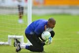 Tiago Cardoso sente dores em treino, mas é confirmado no time do Santa
