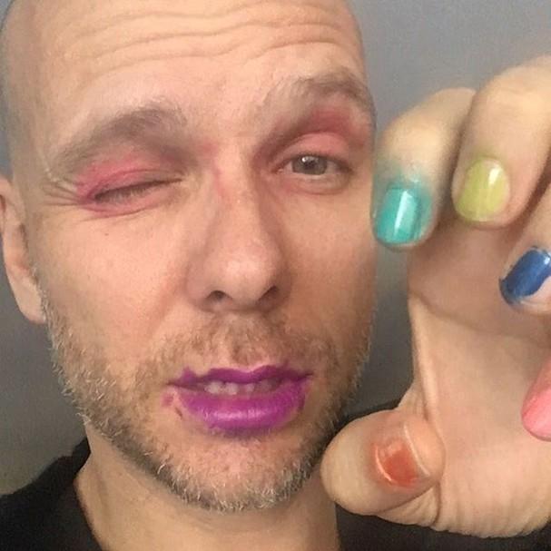 Fernando Scherer, o Xuxa, com a maquiagem feita pela filha (Foto: Reprodução/Instagram)