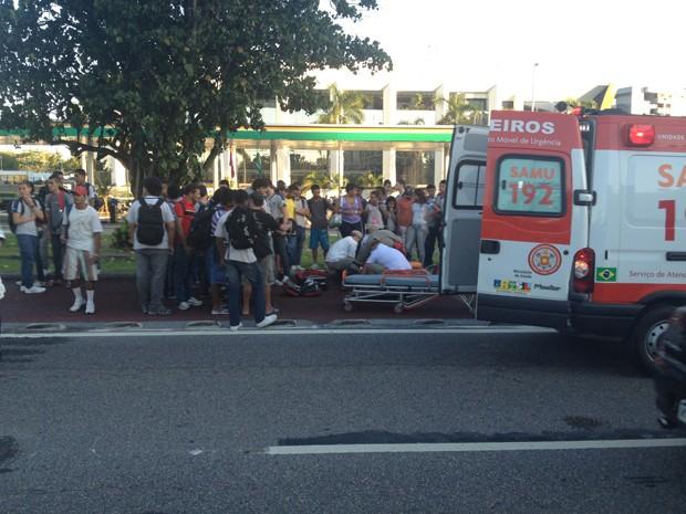 Mais uma pessoa é atropelada no BRT da Barra (Foto: Luiz Eduado Mendonça/VC no G1)
