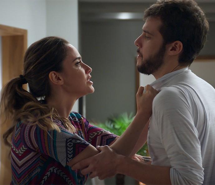 Bruna perde o controle em conversa com Giovanni (Foto: TV Globo)