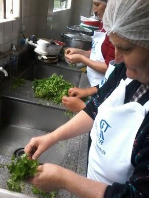 A idéia é desenvolver e inserir nas famílias uma culinária mais saudável e de baixo custo (Foto: Divulgação)
