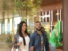 Gracyanne Barbosa passeia com bolsa de grife de cerca de R$ 10 mil