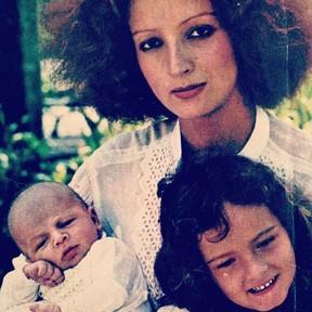 Betty Lago com os filhos (Foto: Reprodução/Instagram)