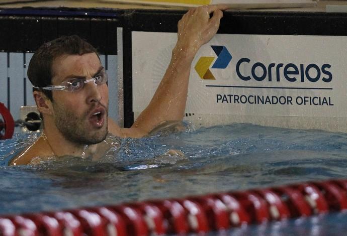 Guilherme Guido, com a barba por fazer, comemora vitória nos 100m livre (Foto: Vitor Silva / SSPress)