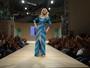 Flávia Alessandra exibe as pernas em evento de moda em São Paulo