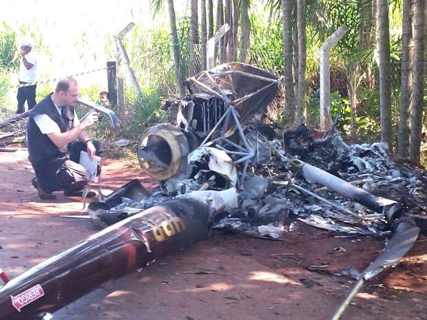 Segundo a PM, queda foi provocada após uma ave bater contra o para-brisa do helicóptero (Foto: Artur Bernardi/ RPC Noroeste)