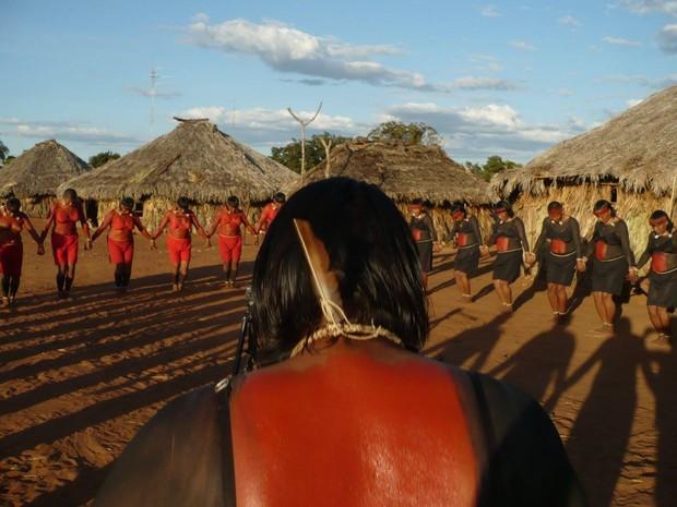 ilme Piõ Höimanazé – A Mulher Xavante em sua Arte: Documentário retrata cotidiano de mulheres xavantes de uma aldeia indígena no Mato Grosso  (Foto: Divulgação/Feministas de quinta)