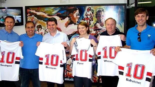 membros da Federação inglesa de futebol visitam CT da Barra Funda são paulo (Foto: Divulgação / Site oficial do São Paulo)