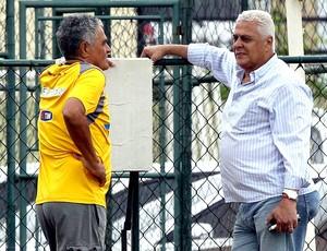 Gaúcho e Roberto Dinamite no treino do Vasco (Foto: Cezar Loureiro / Agência O Globo)