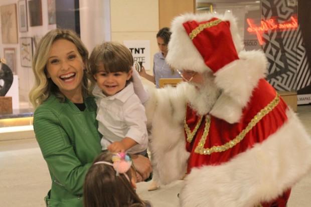 Fernanda Rodrigues e os filhos, Luisa e Bento (Foto: Daniel Delmiro/AgNews)