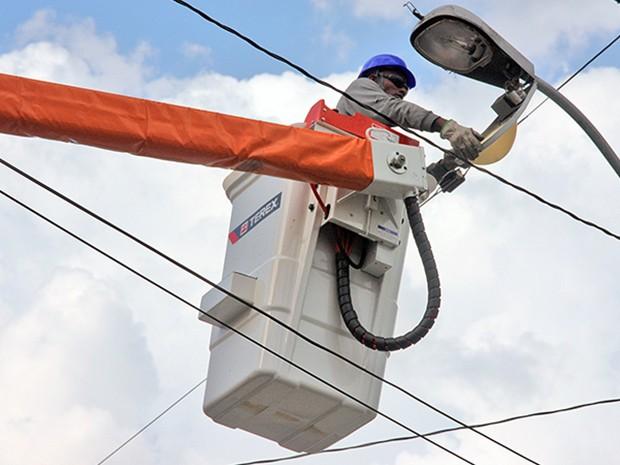 Serviço de iluminação pública pode ser pedido pelo celular (Foto: Guilherme Berti)