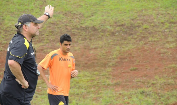 Toninho Cecílio, durante treino do Criciúma (Foto: João Lucas Cardoso)