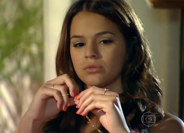 O esmalte laranja de Luiza é o Fiestaware da MAC Cosmetics (Foto: Reprodução/TV Globo)