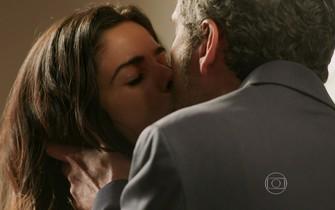 Romero beija Tóia