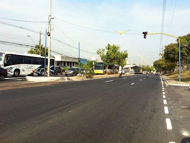 Acidente ocorreu na noite de terça-feira (15) na Avenida Cosme Ferreira (Foto: Adneison Severiano/G1 AM)