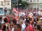 Manifestantes defendem governo Dilma durante protesto em Salvador