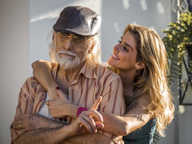 Francisco Cuoco e Deborah Secco fazem graça durante gravação (Foto: Paulo Belote/TV Globo)