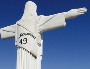 Cristo Redentor, em BH, é pichado com o nome de R49 (Foto: Alex Araújo / G1/MG)
