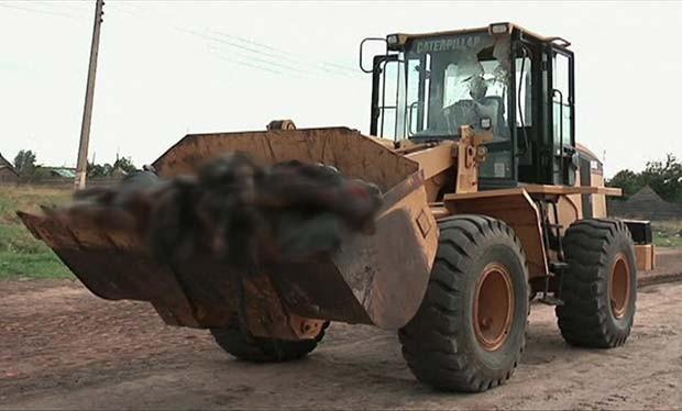 Corpos são encontrados nas estradas, em igrejas e mesquitas (Foto: BBC)