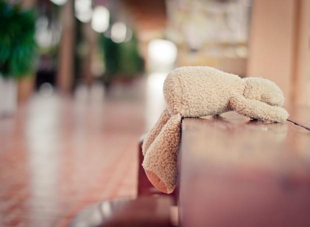 urso pelúcia esquecido perdeu perder esquecimento brinquedo  triste (Foto: thinkstock)