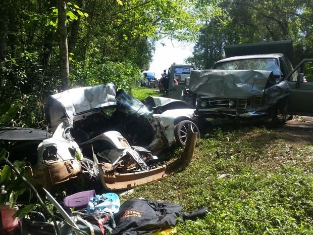Cinco pessoas morreram e duas ficaram feridas em um acidente na PR-473 (Foto: Ivania Bonatto/arquivo pessoal)
