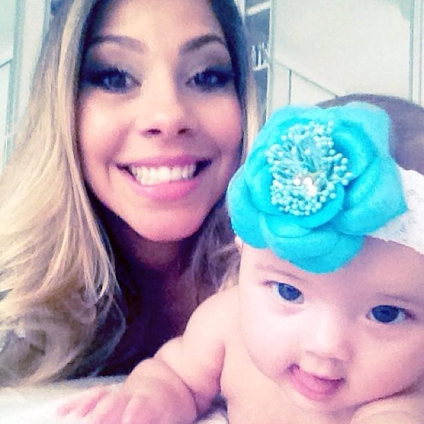 Karla, ex-BBB e a filha (Foto: Instagram/Reprodução)