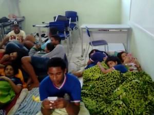 Estudantes ocupam escola estadual em Guaratinga (Foto: Reprodução/TV Bahia)