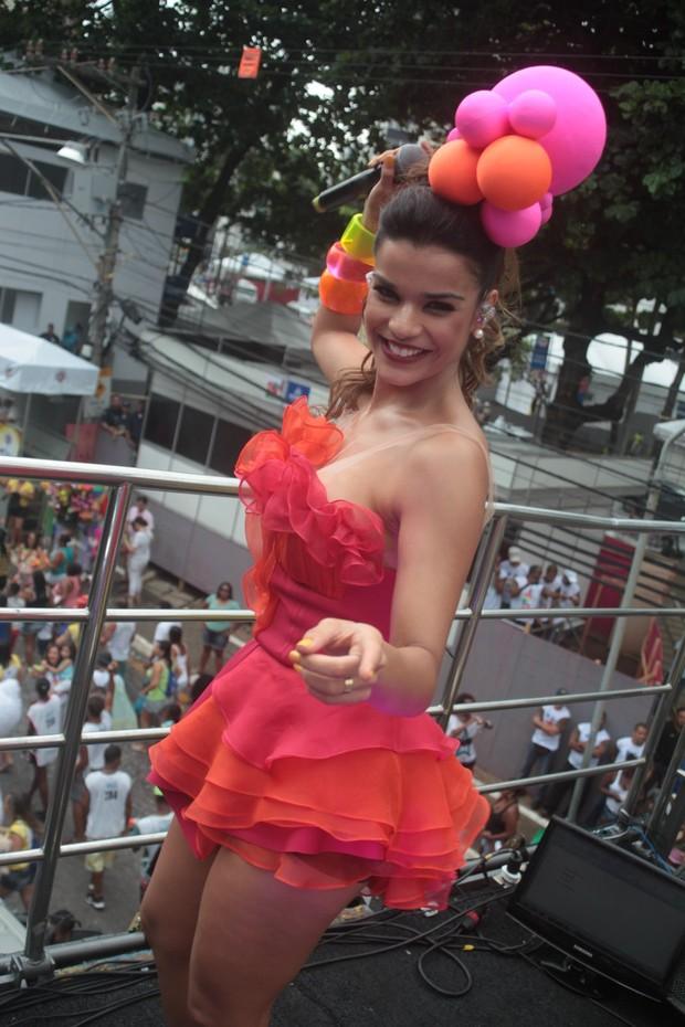 Mari Antunes do Babado Novo (Foto: Vinicios Eduardo e Dilson Silva/Agnews)